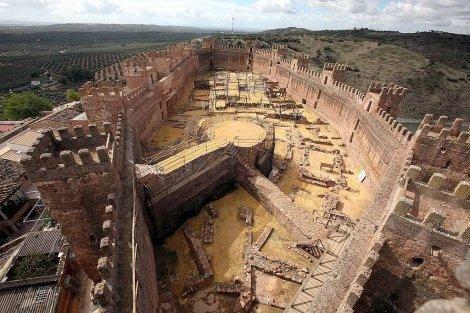 Ba os de la encina uno de los castillos m s antiguos de europa orgullosos de ja n - Castillo de banos de la encina ...