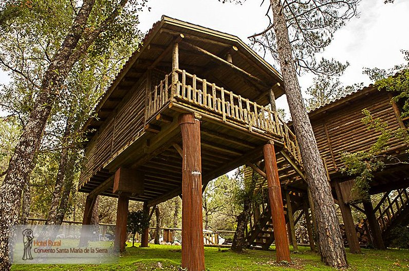 Los seis alojamientos m s singulares de la provincia de for Alojamientos cabanas en los arboles